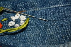 Upcycled Embroidered Jeans: Embroidered Jeans are the new rage this summer. They are almost everywhere, which inspired me to make my own diy version! Jeans Refashion, Embroidered Clothes, Diy Embroidered Jeans, Sewing Stitches, Denim Fashion, Hand Embroidery, Denim Jeans, Upcycle, Sewing Projects