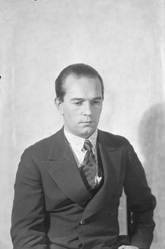 runoilija Yrjö Jylhä  Pietinen 1931 Museovirasto Historian, Finland, Philosophy, Literature, Suit Jacket, Writers, People, Musica, Literatura