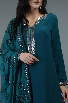 Simple Kurti Designs, Stylish Dress Designs, Kurta Designs Women, Designs For Dresses, Stylish Dresses, Indian Fashion Dresses, Dress Indian Style, Indian Designer Outfits, Indian Outfits