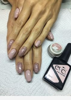 Nails with glitter and a beautiful color Bio Gel Nails, Glitter Gel Nails, Pink Nails, Bio Sculpture Gel Nails Summer, Bio Sculpture Nails, Cute Nails, Pretty Nails, Watermelon Nails, Pretty Nail Designs
