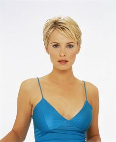 Modern pixie haircut styles are not limited to modest boyish hairdos. You may indulge in an assortment of pixie hairstyles with slicked back or tousled hair. Pixie Haircut Styles, Cute Short Haircuts, Haircuts With Bangs, Pixie Hairstyles, Curly Hair Styles, Beauty Tips For Hair, Hair Beauty, Girls Pixie Cut, Tousled Hair