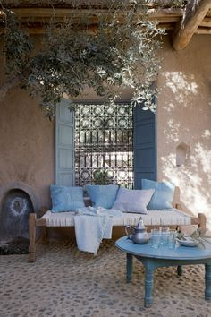 An Indian Summer: Couleur Locale An Indian summer: local color Outdoor Rooms, Outdoor Living, Outdoor Furniture Sets, Outdoor Decor, Indian Interiors, Interior And Exterior, Indian Interior Design, Exterior Design, Living Spaces