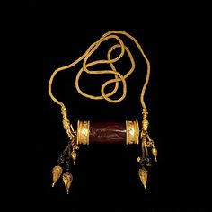Necklace. 300 BC, Greece. Gold necklace with cylinder seal pendant, carnelian, filigree.  Find more stunning historical jewellery