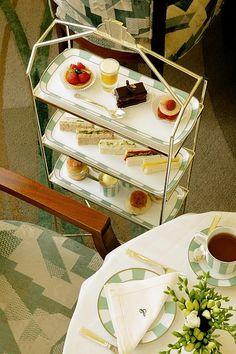 Afternoon Tea in the Reading Room, Claridge's, London, England Vegan Teas, Tea Places, Dessert Tray, Afternoon Tea Parties, Cream Tea, High Tea, Drinking Tea, Tea Set, Tea Time