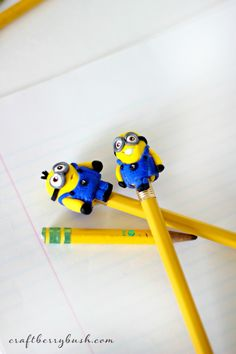 Craftberry Bush: Minion clay pencil topper tutorial and curing polymer clay in the microwave Polymer Clay Pens, Polymer Clay Projects, Diy Clay, Pencil Topper Crafts, Pen Toppers, Minion Party, Clay Baby, Cute Clay, Clay Figures