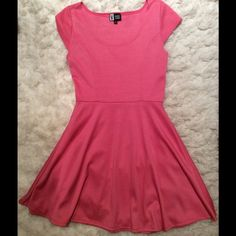 SALE‼️Pink Summer DressVibes Sportswear Super cute pink summer dress in fit n flare style. You can dress it up or down and wear it with or without a belt at the waist. Excellent pre worn condition! Vibe Sportswear Dresses