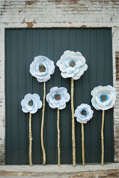 giant paper flower backdrop @weddingchicks