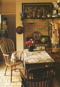 Oh wow we want to duplicate that! I want that for my kitchen! www.rawterre.com #Beauty typical lovely English cottage dining area.