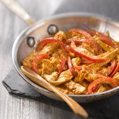Turkey Sauté with Paprika and Red Pepper - Recipes - Discover the recipe Sautéed turkey with paprika and red pepper on actualcooking. Red Pepper Recipes, Menu Dieta, Fat Loss Diet, Stop Eating, Food Inspiration, Love Food, Curry, Food Porn, Food And Drink