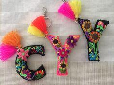 - Best Sewing Tips Felt Diy, Felt Crafts, Fabric Crafts, Diy And Crafts, Arts And Crafts, Embroidery Stitches, Hand Embroidery, Embroidery Designs, Felt Keychain