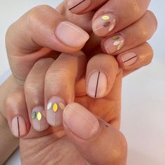 99 Minimal but Beautiful Nails Art Inspiration Ideas for Women Who Likes Simple Look - Aksahin Jewelry Pretty Nail Designs, Fall Nail Designs, Simple Nail Designs, Art Designs, How To Do Nails, Fun Nails, Take Off Acrylic Nails, Lines On Nails, Minimalist Nails