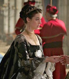 The Enchanted Garden - Adelaide Kane as Mary Stuart in Reign (TV Series,. Mary Stuart, Reign Mary, Mary Queen Of Scots, Queen Mary, Adelaide Kane, Isabel Tudor, Reign Tv Show, Reign Dresses, Reign Fashion