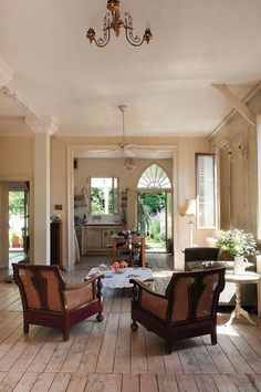 Open kitchen/living, door to the outside, plank floors
