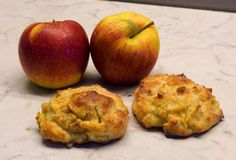 Apfel-Quark Bällchen vom Blech - Rezept von Checkos Backstube Muffin, Breakfast, Food, Backen, Sheet Pan, Apple Pie Cake, Cinnamon, Food Food, Muffins