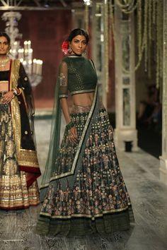 Tarun Tahiliani at India Couture Week 2016 - Look 4