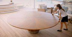 回転させるだけで変形するテーブル「3 Baton Rouge Table」: DesignWorks Archive