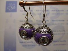 2014/021- Boucle d'oreille - style indonésie - perle en violet et strass cristal - apprets en argenté : Boucles d'oreille par sanorelia