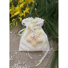 Μπομπονιέρες βάπτισης. Μπομπονιέρες βάπτισης κορίτσι πουγκί υφασμάτινο πουά κίτρινο με πάνινη πεταλούδα Drawstring Backpack, Backpacks, Bags, Fashion, Handbags, Moda, Fashion Styles, Backpack, Fashion Illustrations