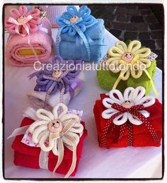 CREAZIONI A TUTTO TONDO Tissue Paper Garlands, Tissue Paper Flowers, Christmas Crafts For Gifts, Craft Gifts, Crafts To Sell, Diy And Crafts, Towel Origami, Towel Animals, How To Fold Towels