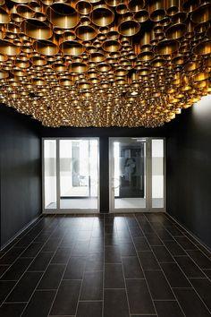 Zalando Office by de Winder Office Snapshots Corridor Lighting, Club Lighting, Lighting Concepts, Ceiling Detail, Ceiling Design, Gold Interior, Interior Exterior, Architecture Details, Interior Architecture