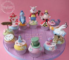 22 Trendy Cupcakes Disney Fondant Alice In Wonderland Alice In Wonderland Cupcakes, Alice In Wonderland Tea Party Birthday, Alice Tea Party, Wonderland Party, Fondant Cupcake Toppers, Cupcake Cakes, Disney Cupcakes, Disney Cake Pops, Little Cakes