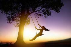 Hoy es el día perfecto para lograr lo que deseo, para volar hacia mis sueños, hoy dejo atrás los miedos y me enfrento al futuro con una sonrisa.El éxito es mas que lo material