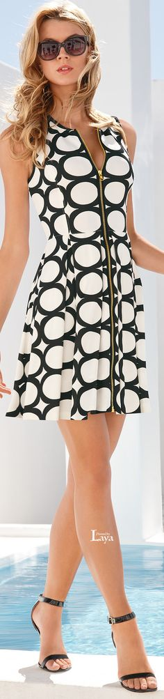 Cute Summer Mini ~ Black + White w Front Zipper Detail