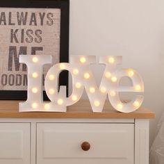 Ilumina vuestro amor con la lámpara LED Love #sanvalentin  #regalossanvalentin #regalosoriginales #regalosromanticos #love #amor
