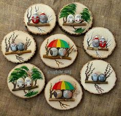 Painted rocks on logs (mounted on wood slabs). Painted rocks on logs (mounted on wood slabs). She has a lot of really cute painted rocks Stone Crafts, Rock Crafts, Fun Crafts, Diy And Crafts, Arts And Crafts, Pebble Painting, Pebble Art, Stone Painting, Wood Slice Crafts