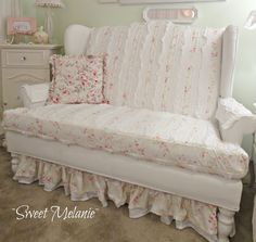 ~Sweet Melanie~: Welcome to my Madness chalk paint loveseat Shabby Chic Couch, Shabby Chic Pink, Shabby Chic Cottage, Vintage Shabby Chic, Shabby Chic Homes, Shabby Chic Style, Shabby Chic Furniture, Cottage Style, Shabby Chic Crafts