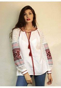 Женская вышиванка с ручной вышивкой на рукавах БЛ-770115