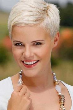 Latest Short Blonde requires your constant attention. If you are not currently in the color of hair, Latest Short Blonde, you can dye your hair every coupl Short Blonde Haircuts, Short Layered Haircuts, Layered Hairstyles, Choppy Haircuts, Haircut Short, Grey Haircuts, Pixie Haircuts 2015, Blonde Short Hair Pixie, 2018 Haircuts