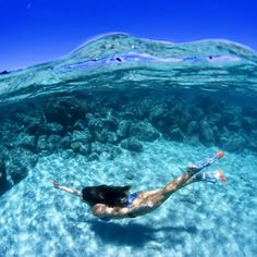 Keep Reaching - Calling All Mermaids - These Underwater Photos Are For You - Photos Cheap Underwater Camera, Underwater Video, Ocean Underwater, Underwater Pictures, Pool Photography, Underwater Photography, Scuba Diving Camera, Scuba Diving Magazine, Swimming Pool Pictures