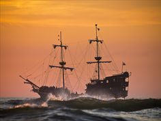 Tourists + Tall ship = The Pirates of The Baltic