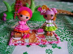 OH! The possibilities!!! My girls are steadily growing a collection of these lala loopsy dolls and this mini quilt is a great way to use my scraps! (picnic on a teeny tiny quilt by punkinpatterns, via Flickr)