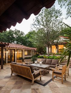 Spanish Style House in Dallas – Town & Country Living Spanish Style Patio in Dallas Texas Style Hacienda, Hacienda Homes, Spanish Style Decor, Spanish Style Homes, Spanish House Design, Spanish Style Interiors, Spanish Interior, Spanish Revival, Spanish Colonial