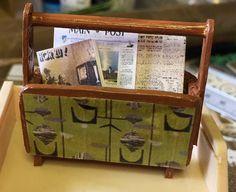 Miniatur Zeitungsständer  gefüllt mit Zeitungen in 1zu 12 im