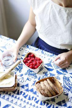 Saana ja Olli Yö metsässä 100% Hemp fabric European Hemp Table runner The best hemp textiles Made in Finland Avainlippu Valmistettu suomessa Hampputekstiilit