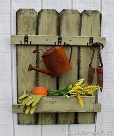 OMG, I want this for my sun room Gail's Decorative Touch: Picket Fence Organizers.Put on wall in rock garden with flowers in it.would add to the garden. Maybe make more rustic by using large branches some how. Picket Fence Crafts, Diy Fence, Backyard Fences, Picket Fences, Fence Post Crafts, Fence Board Crafts, Fence Ideas, Picket Gate, Picket Fence Panels
