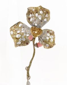 Broche Cindy Chao http://www.vogue.fr/joaillerie/shopping/diaporama/broches-potiques/18889/carrousel#broche-cindy-chao