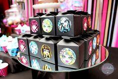 "Diseño de Eventos y Spa para niñas en Querétaro | Mesa de Postres ""Monster High"": Sofía - 9 años"