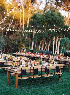 Decoración minimal / Guirnalda de bombillas / Centros en tonos naranjas / Wedding Decor. Inspiration / LBDA - La Boda Del Año /