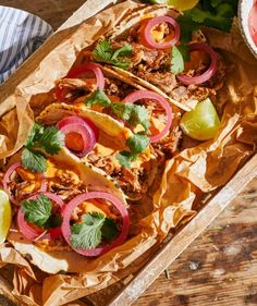 Mexikói pulled pork taco | Street Kitchen Pulled Pork Tacos, Taco Pizza, Chipotle, Bruschetta, Superfood, Cheddar, Vegetable Pizza, Food And Drink, Vegetables