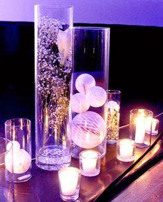 Kynttilöitä, lasia, hunajakenno-palloja