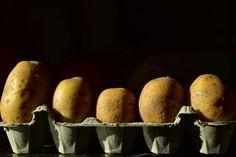10 Haushaltstricks von Oma, die heute noch genau so stimmen und funktionieren! Lifehacks, Egg Alternatives, Cake Branding, Egg Allergy, Egg Replacement, Food Insecurity, Wheat Gluten, Aquafaba, Albondigas