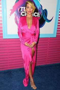 Rita Ora - Teen Choice Awards 2017 in Los Angeles 13 August 2017 Celebrity Red Carpet, Celebrity Feet, Celebrity Style, Low Cut Dresses, Nice Dresses, Fashion Mag, Womens Fashion, Teen Choice Awards 2017, Rita Ora