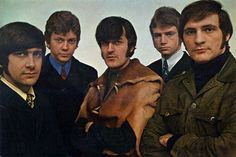 early pic, ? year -- has to be early 1966 when Justin signed onto the Moody Blues band. This is Graeme, John, Ray, Justin & Mike....maybe the first photo of them as a band :)