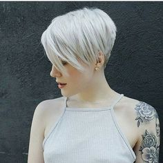 Blonde pixie with a full sleeve! Loving this look @sarahb.h