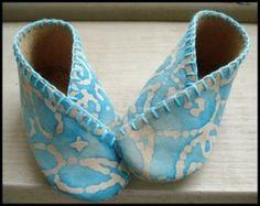 Kimono Style Baby Shoes - Sizes 0-14mths | YouCanMakeThis.com