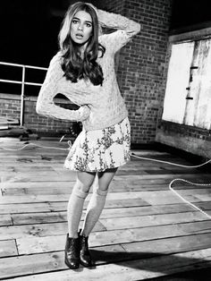 Sweater, skirt, combat boots, is their a better combination? Ladies Day, Sweater Weather, Latest Fashion Trends, Dress To Impress, Knitwear, Short Sleeve Dresses, Style Inspiration, Sweater Skirt, My Style